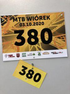 Zdjęcie przedstawia numery startowe na MTB Wiórek